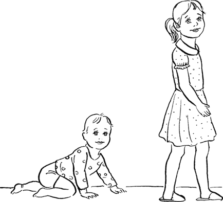Малыш подражает старшим