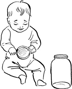 Детям нравится играть сбаночками икрышками