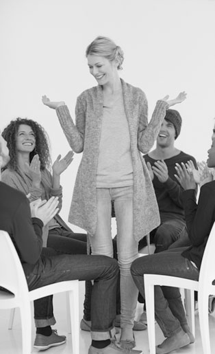 Психологи-консультанты работают как с отдельными людьми, так и с группами. Если это психологическое консультирование в бизнесе, то оно может помочь в решении производственной или любой другой проблемы.