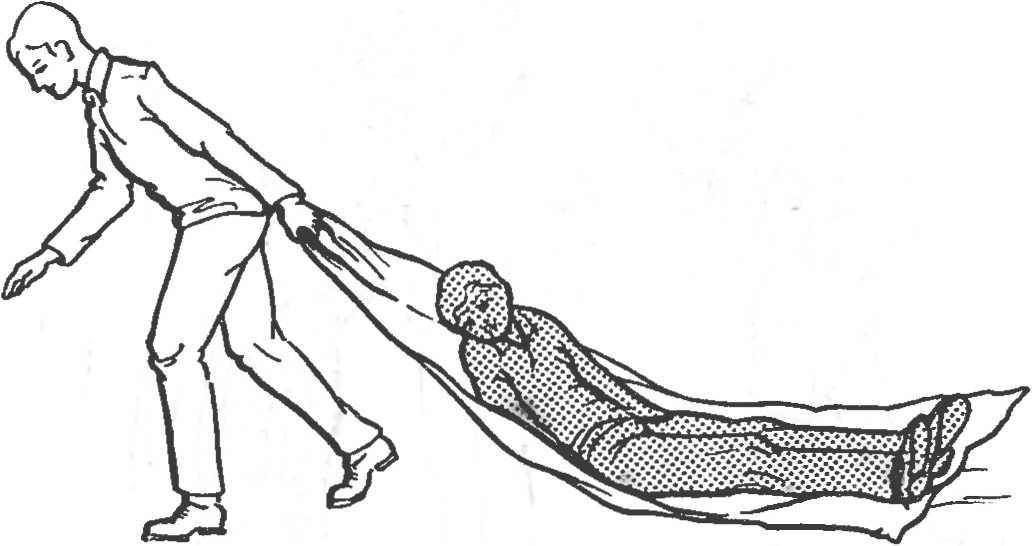 Рис. 15. Транспортировка пострадавшего волоком на брезенте или плащ-палатке.
